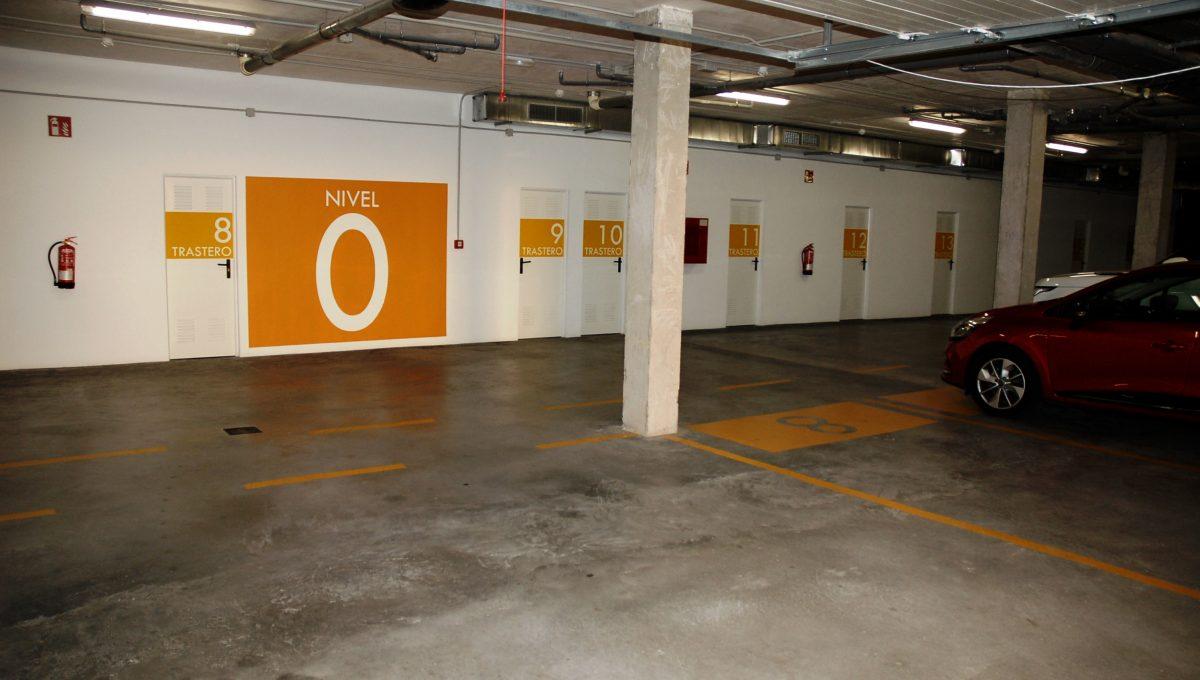 16 parking con trasteros