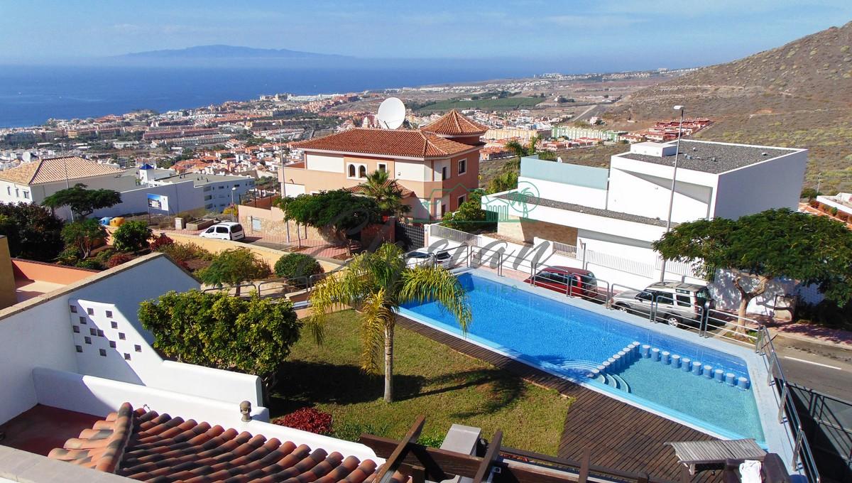Villa pareada de lujo en Torviscas Alto