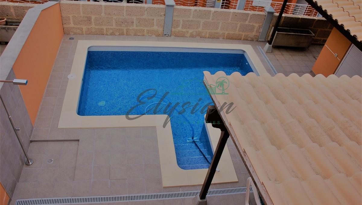 Villa de 4 dormitorios con piscina privada en Residencial Mesetas del Mar, Los Cristianos, Arona
