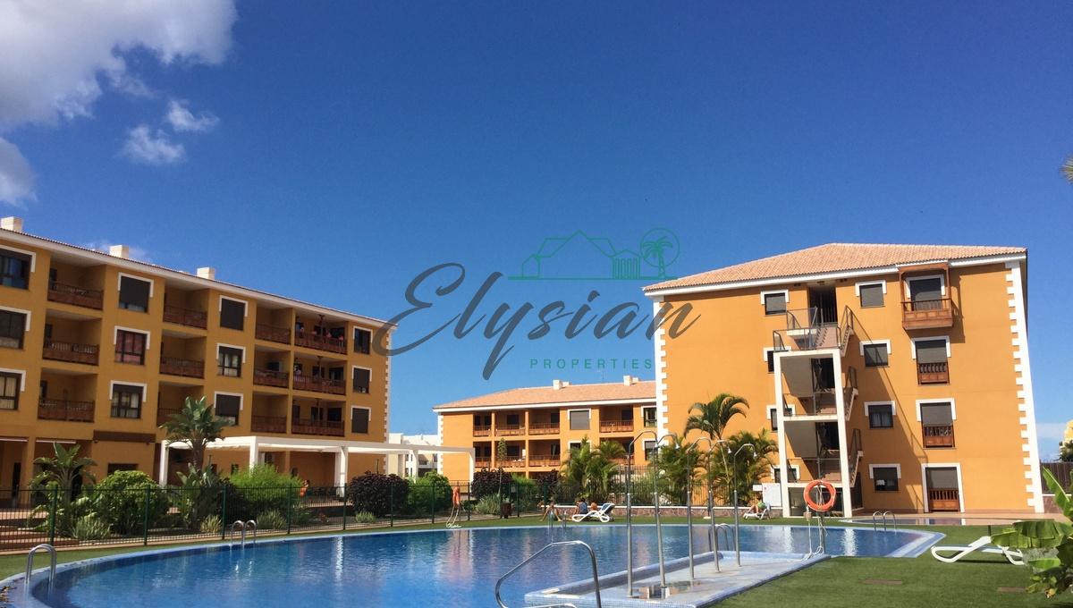 Magnifico y moderno apartamento, de dos dormitorios en urbanización Mocan, Palm-Mar de Tenerife.